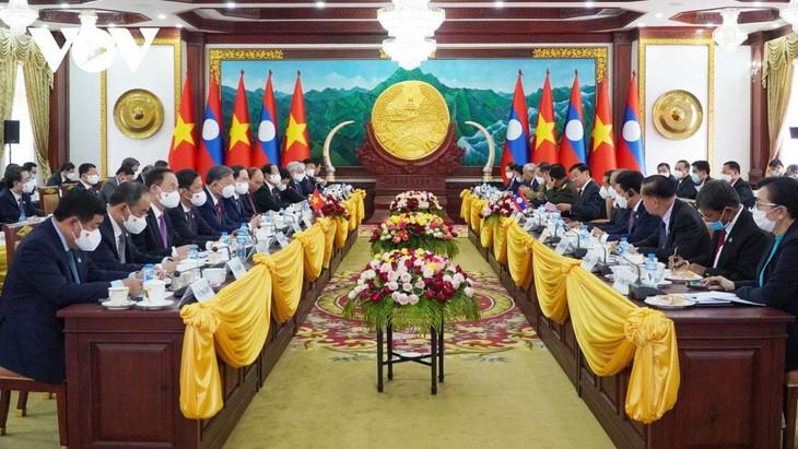 Chủ tịch nước Nguyễn Xuân Phúc hội đàm với Tổng Bí thư, Chủ tịch nước Lào Thongloun Sisoulith. Ảnh: Vũ Dũng