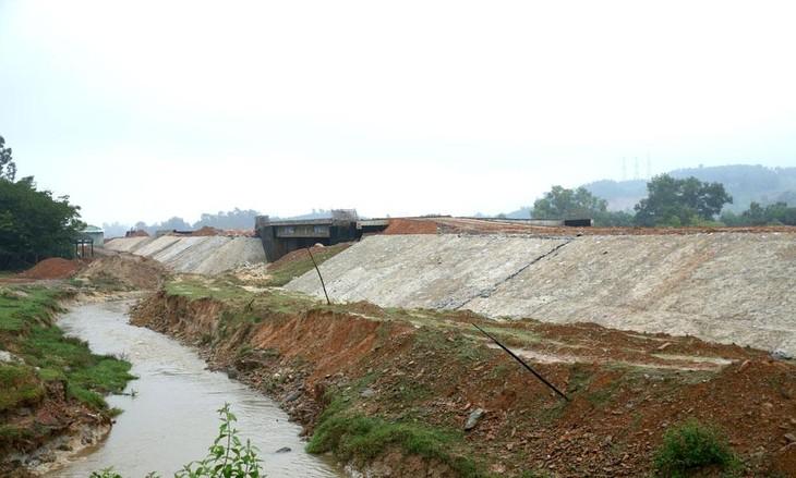 Gói thầu WB-XL-05 Xây dựng đường từ Quốc lộ 1A đi bãi biển Ninh Hải và đoạn đường ven biển từ Ninh Hải đến cầu Sơn Hải trị giá trên 451 tỷ đồng. Ảnh minh họa: Huy Sơn