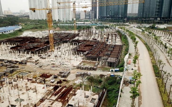Nhiều công trình, dự án phải tạm dừng thi công để thực hiện yêu cầu giãn cách phòng chống dịch. Ảnh: Tiên Giang