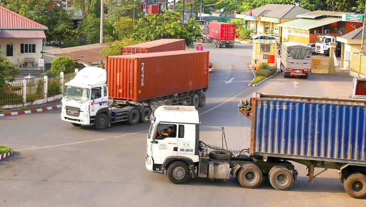 Chi phí phòng, chống dịch và chi phí logistics đang tăng rất cao là 2 khó khăn nổi cộm đối với doanh nghiệp. Ảnh: Lê Tiên