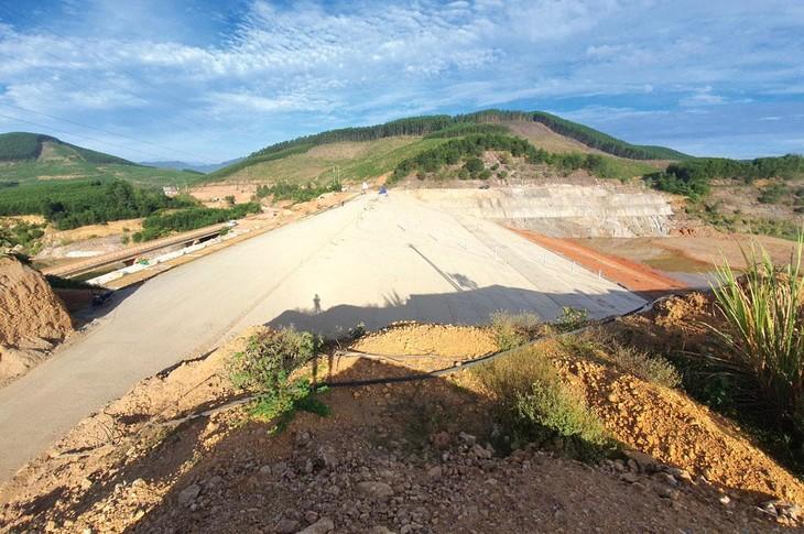 Theo Tổng công ty Xây dựng thủy lợi 4, hạng mục đập phụ của Gói thầu số 36 thuộc Dự án Hồ chứa nước Bản Mồng, tỉnh Nghệ An đã thi công đạt 99% khối lượng. (Ảnh: Nhà thầu cung cấp)