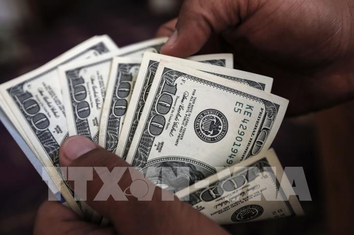 Tại các ngân hàng thương mại, sáng nay, giá đồng USD và Nhân dân tệ (NDT) tiếp tục tăng. Ảnh: TTXVN phát