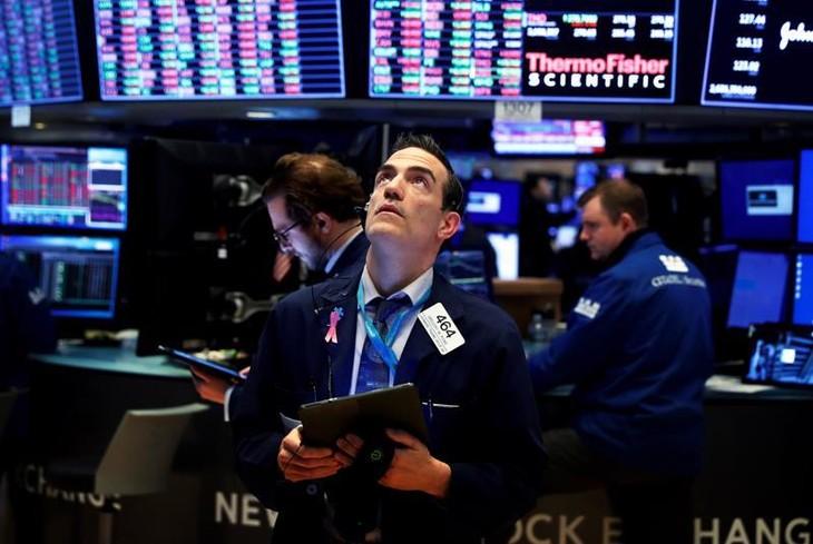 Chứng khoán Mỹ đứt chuỗi kỷ lục, giá dầu rớt liền 4 phiên, Bitcoin tụt khá mạnh