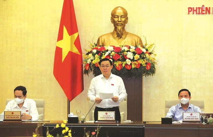 Chủ tịch Quốc hội Vương Đình Huệ phát biểu tại phiên họp thứ 2 của Ủy ban Thường vụ Quốc hội. Ảnh: Hồ Long