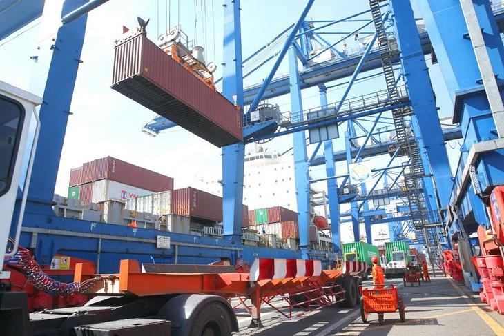 Tổng kim ngạch xuất nhập khẩu trong nửa đầu tháng 8 đạt 24,1 tỷ USD, giảm 18,1% so với nửa cuối tháng 7/2021. Ảnh: Lê Tiên