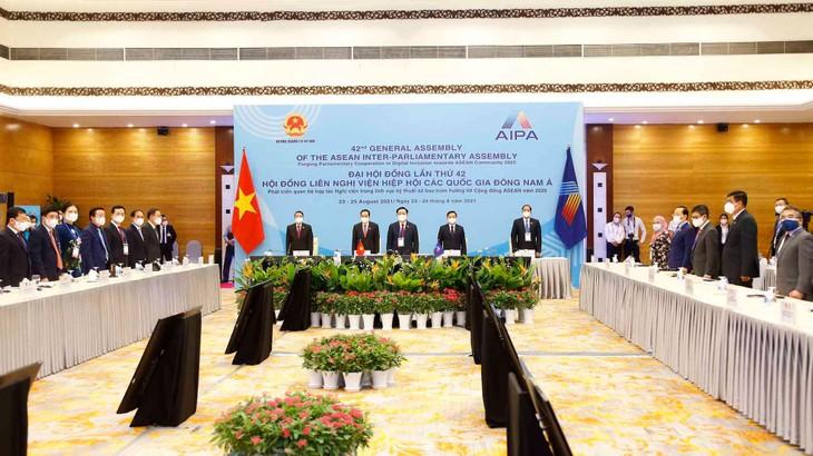 Đoàn đại biểu cấp cao Quốc hội Việt Nam do Chủ tịch Quốc hội Vương Đình Huệ dẫn đầu tham dự Đại hội đồng Liên nghị viện các nước ASEAN lần thứ 42
