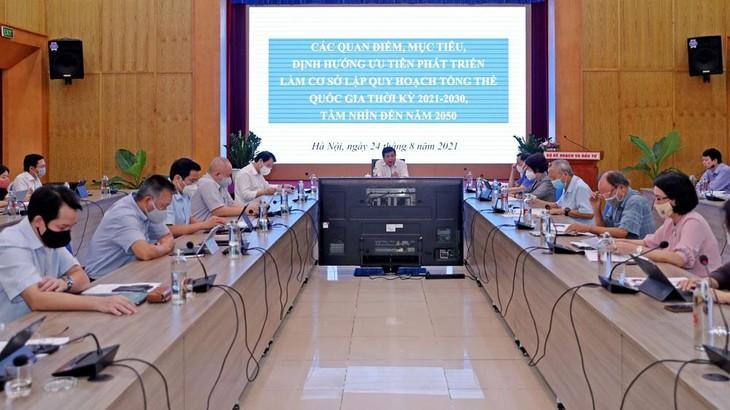 Bộ trưởng Bộ Kế hoạch và Đầu tư Nguyễn Chí Dũng chủ trì buổi họp về khung định hướng làm cơ sở lập Quy hoạch tổng thể quốc gia thời kỳ 2021 - 2030, tầm nhìn đến năm 2050. Ảnh: Trương Gia