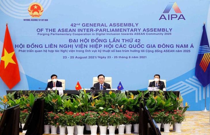 Chủ tịch Quốc hội Vương Đình Huệ dẫn đầu đoàn đại biểu cấp cao Quốc hội Việt Nam tham dự AIPA-42 tại điểm cầu Hà Nội