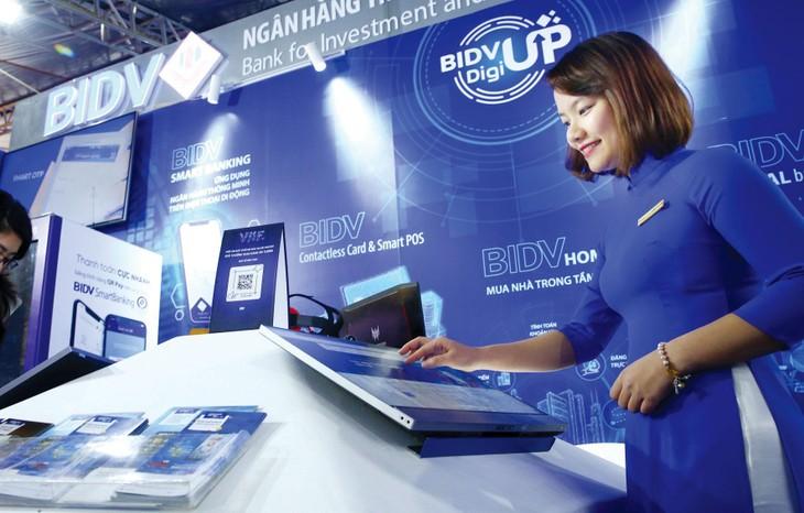 Số lượng doanh nghiệp Việt Nam áp dụng công cụ và nền tảng công nghệ thông tin trong sản xuất, kinh doanh ngày càng nhiều. Ảnh: Lê Tiên