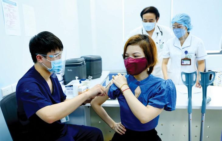 Dự thảo Đề án Đảm bảo nguồn cung vắc xin cho tiêm chủng đặt mục tiêu đến năm 2030 chủ động sản xuất kịp thời, đủ số lượng các loại vắc xin đáp ứng nhu cầu phòng, chống dịch. Ảnh: Lê Tiên