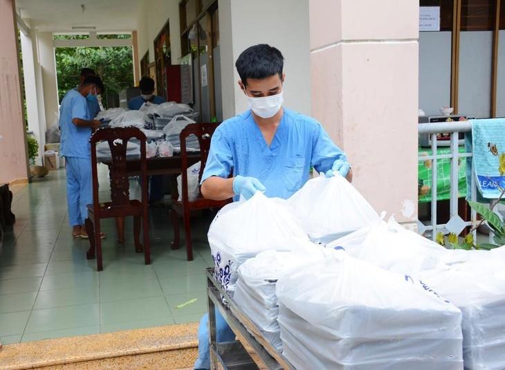 Nhà thầu đối mặt nhiều rủi ro khi thực hiện các gói thầu dịch vụ hậu cần liên quan đến chống dịch tại các bệnh viện. Ảnh: Cường Ngọc