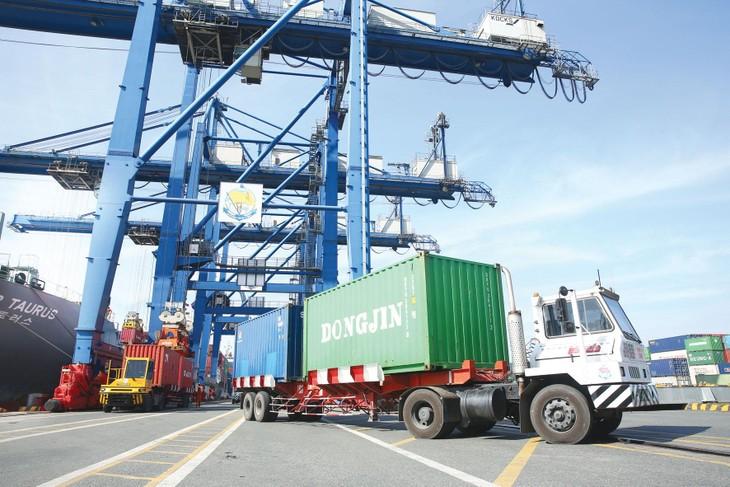 Cơ cấu nhập khẩu 8 tháng chủ yếu là nhóm hàng tư liệu sản xuất. Ảnh: Lê Tiên