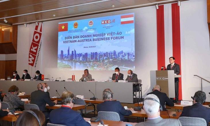 Chủ tịch Quốc hội Vương Đình Huệ phát biểu tại Diễn đàn Doanh nghiệp Việt - Áo do Bộ Kế hoạch và Đầu tư phối hợp với Phòng Công nghiệp và Thương mại Áo tổ chức. Ảnh: Doãn Tấn