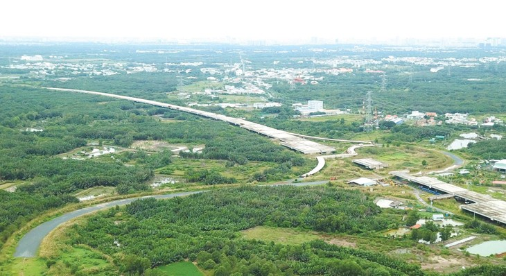 Nhu cầu sử dụng đất xây dựng cao tốc Bắc - Nam phía Đông giai đoạn 2021 - 2025 được yêu cầu làm rõ. Ảnh: Song Lê