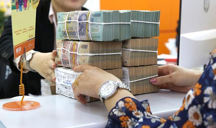 Sắp tới, tổ chức tín dụng có thể không được mua trái phiếu doanh nghiệp có mục đích cơ cấu lại các khoản nợ, góp vốn, mua cổ phần… Ảnh: Song Lê