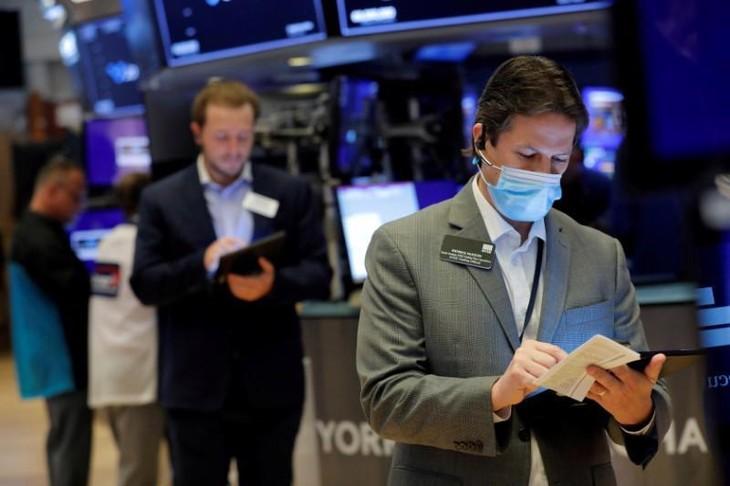 Chứng khoán Mỹ giảm 4 phiên liên tiếp, giá dầu sụt mạnh do tin từ Trung Quốc