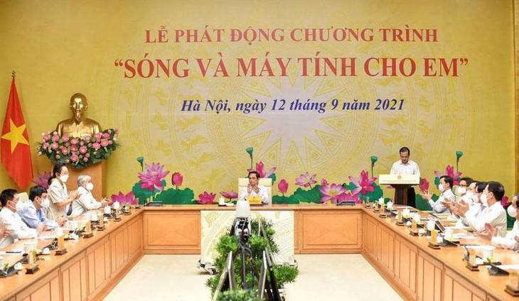 """Lễ phát động trực tuyến Chương trình """"Sóng và máy tính cho em"""" do Thủ tướng Chính phủ Phạm Minh Chính chủ trì"""