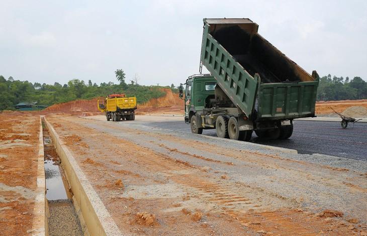 4 dự án thành phần trên tuyến cao tốc Bắc - Nam phía Đông giai đoạn 2017 - 2020 đang chậm tiến độ. Ảnh: Song Lê