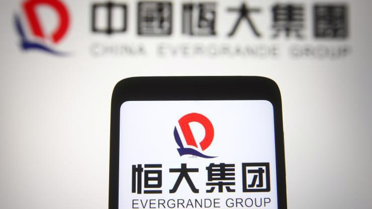 """Cổ phiếu Evergrande """"bốc hơi"""" 10% một buổi sáng, nguy cơ về một Lehman Brothers của Trung Quốc?"""