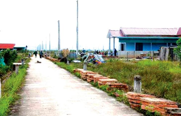 Sớm nhất là hết quý I/2022 mới hoàn thành một số hạng mục xây dựng của Khu tái định cư số 2 Dự án Hồ chứa nước Krông Pách Thượng (Đắk Lắk). Ảnh: Hoàng Tuyết