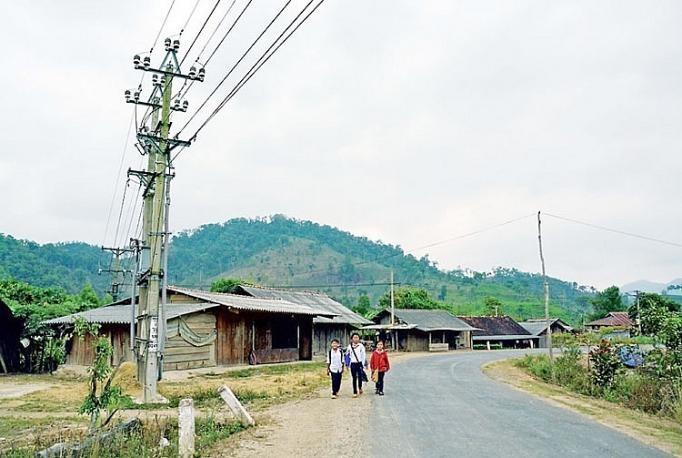 """Gói thầu xây dựng lưới điện thôn, làng tại Kon Tum: """"Bới lông tìm vết"""" để loại nhà thầu?"""
