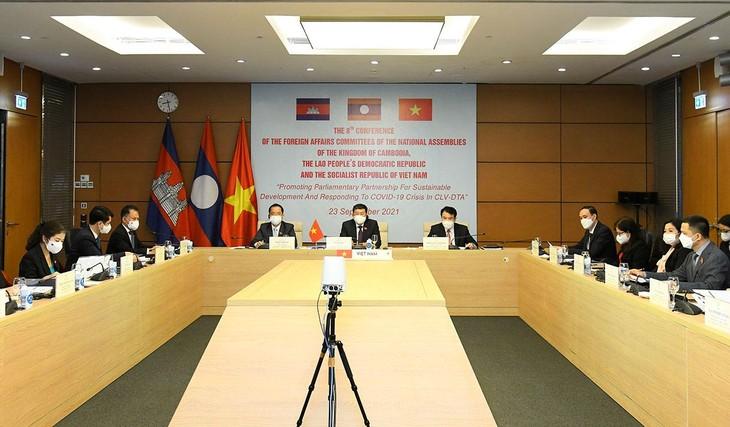 Đoàn Việt Nam tham dự Hội nghị lần thứ 8 Ủy ban Đối ngoại của Quốc hội Campuchia - Lào - Việt Nam về khu vực Tam giác phát triển tại điểm cầu Hà Nội. Ảnh: Minh Thành