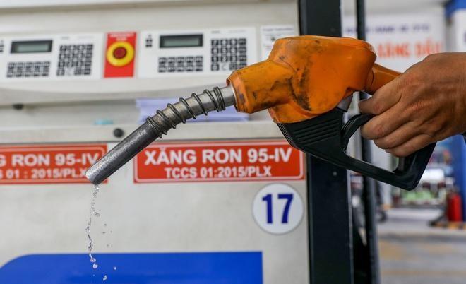 Giá xăng tiếp đà tăng vào ngày mai?