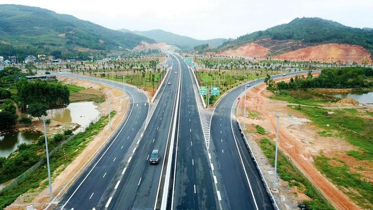 Ngoài vai trò nhà thầu, Công ty CP Đầu tư và Xây dựng giao thông Phương Thành cũng tham gia nhiều dự án BOT như: cao tốc Hạ Long - Vân Đồn, cao tốc Bắc Giang - Lạng Sơn… Ảnh: Tiên Giang
