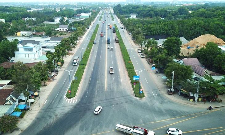 Đoạn Tân Vạn - Bình Chuẩn thuộc Dự án Đầu tư khép kín Vành đai 3 TP.HCM đã được đưa vào khai thác với quy mô 6 làn xe đường đô thị. Ảnh: Lê Tiên