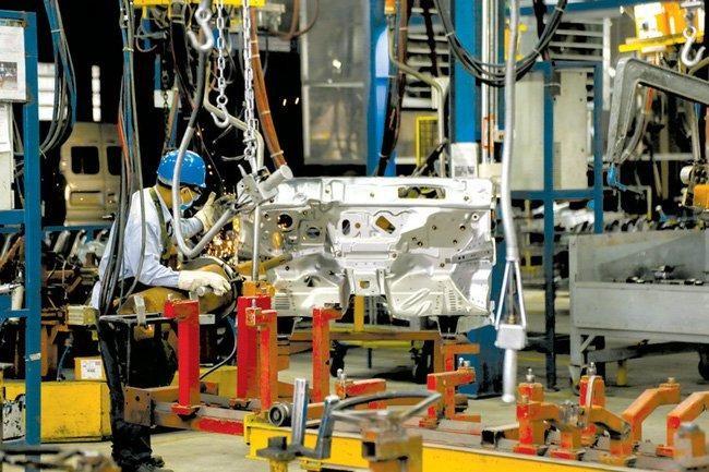 Bảo đảm vừa duy trì sản xuất kinh doanh vừa bảo đảm an toàn phòng, chống dịch theo hướng dẫn của Bộ Y tế. Ảnh minh họa
