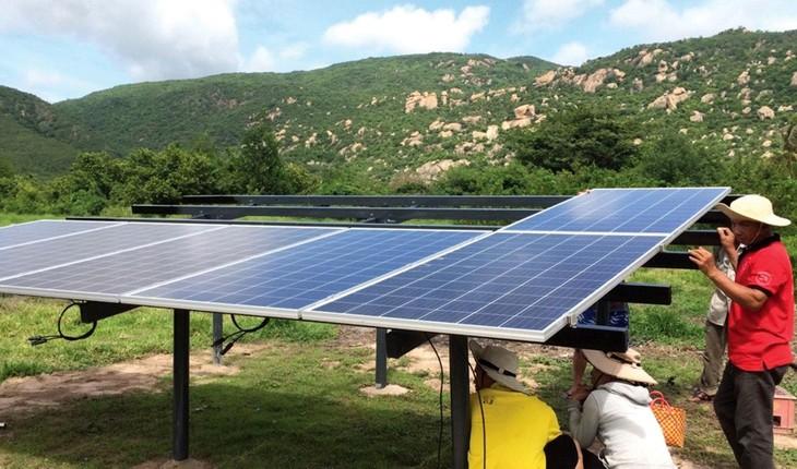 Việc cắt giảm công suất của các nhà máy điện mặt trời sẽ sớm chấm dứt khi dịch bệnh được kiểm soát, hoạt động sản xuất, kinh doanh hồi phục. Ảnh: Trung Thành