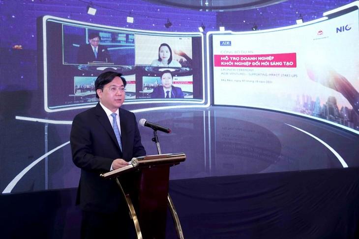 Thứ trưởng Bộ Kế hoạch và Đầu tư Trần Duy Đông phát biểu tại lễ ra mắt Dự án Hỗ trợ doanh nghiệp khởi nghiệp đổi mới sáng tạo