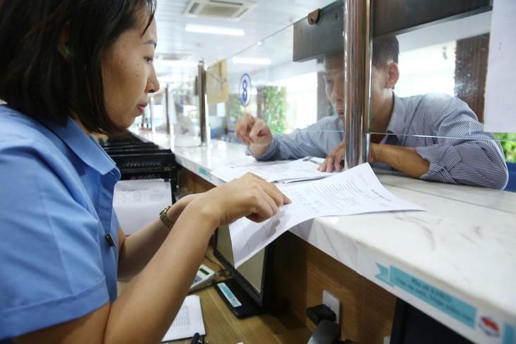Đến tháng 9/2021, số bộ, ngành kết nối Cơ chế một cửa quốc gia đã tăng gấp 4 lần, số lượng thủ tục hành chính tăng 39 lần, số lượng hồ sơ được khai báo tăng khoảng 193 lần. Ảnh: Phú An