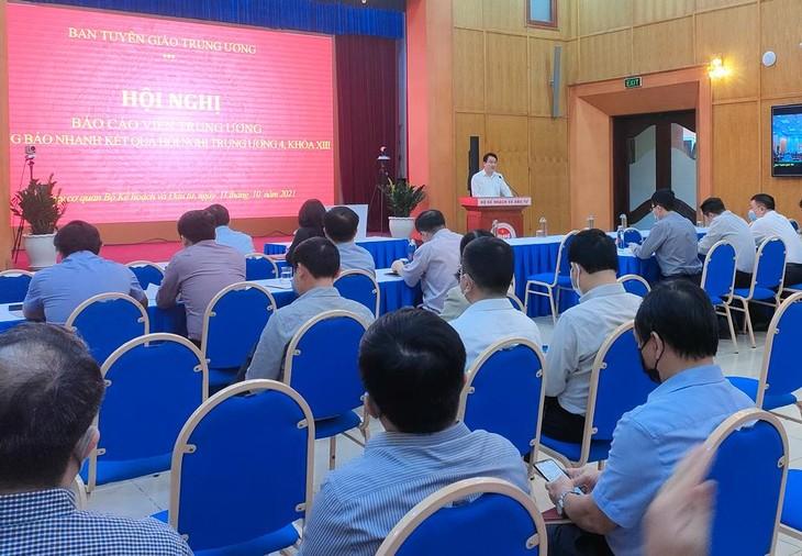 Thứ trưởng, Bí thư Đảng ủy cơ quan Bộ Kế hoạch và Đầu tư Trần Quốc Phương phát biểu tại điểm cầu Trụ sở 6B Hoàng Diệu. Ảnh: Bích Thảo