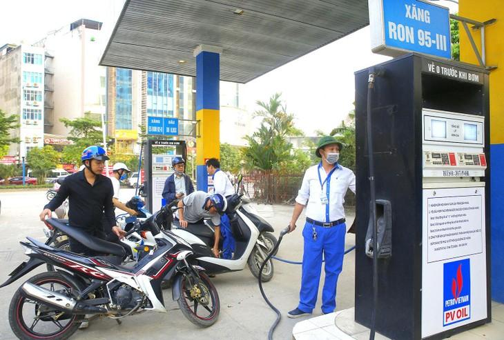 Giá xăng dầu tăng - áp lực lớn cho doanh nghiệp
