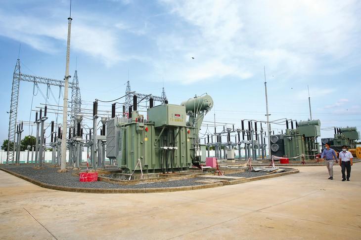 Tập đoàn Điện lực Việt Nam sử dụng nhiều thiết bị, phụ tùng sản xuất trong nước thay thế nhập khẩu. Ảnh: Tiên Giang