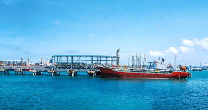 Nhà máy Lọc dầu Dung Quất đang vận hành 100% công suất, đảm bảo cung ứng xăng dầu cho phục hồi chuỗi sản xuất trong tình hình mới