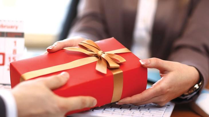 Một chủ đầu tư tại tỉnh Khánh Hòa đã đề nghị cơ quan chức năng xem xét lại tư cách của nhà thầu kiến nghị khi nhà thầu này nhờ các mối quan hệ tác động và tìm cách tặng quà cho chủ đầu tư