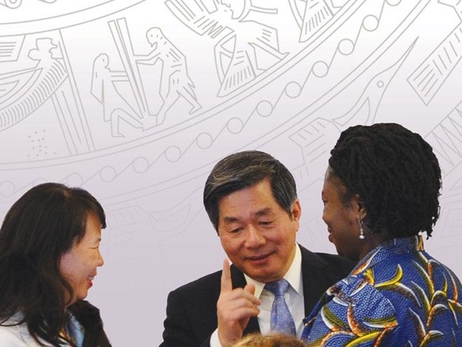 Bộ trưởng Bộ Kế hoạch và Đầu tư Bùi Quang Vinh và các đại biểu tại Diễn đàn Doanh nghiệp Việt Nam năm 2015