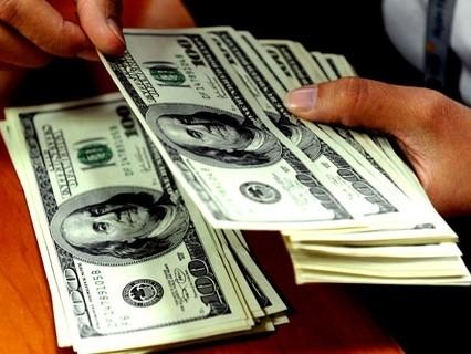NHNN hạ lãi suất tiền gửi USD của cá nhân về 0%