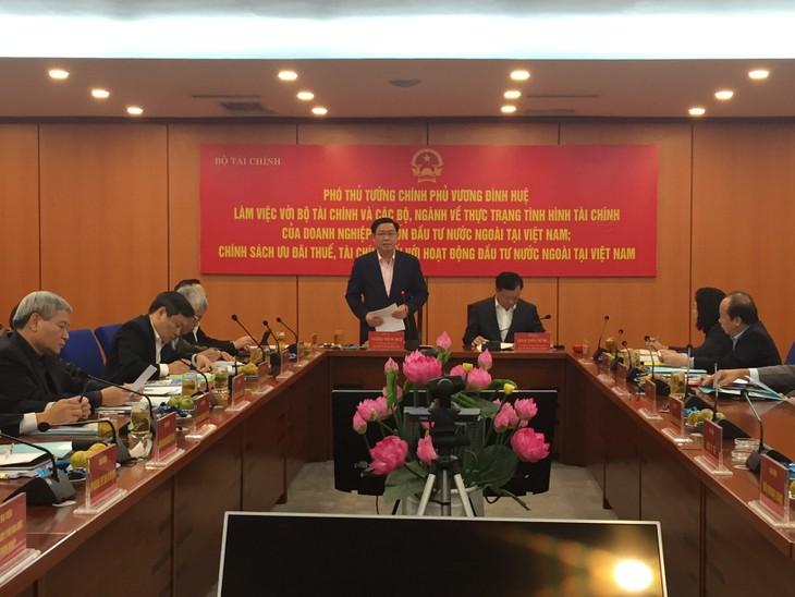 """Phó Thủ tướng Vương Đình Huệ cho rằng: """"Cần khắc phục những bất cập trong chính sách thu hút FDI"""". Ảnh: Bích Thảo"""