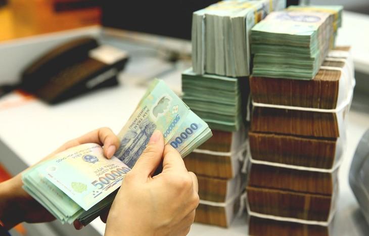 Lãi suất tiền gửi kỳ hạn từ 1 tháng đến dưới 6 tháng sẽ giảm từ 5,5%/năm xuống 5%/năm. Ảnh: Lê Tiên