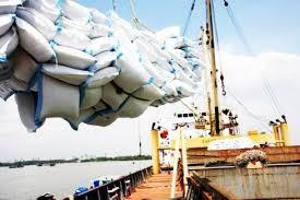 Có 39 DN đăng ký tờ khai xuất khẩu gạo, số lượng hạn ngạch đạt 400.000 tấn. Ảnh minh họa: Internet