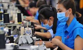 Doanh nghiệp được vay vốn với lãi suất 0% để trả lương ngừng việc cho người lao động. Ảnh: Internet