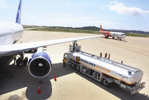 Thuế BVMT với nhiên liệu bay giảm từ mức 3.000 đồng/lít hiện nay xuống 2.100 đồng/lít. Ảnh: Internet