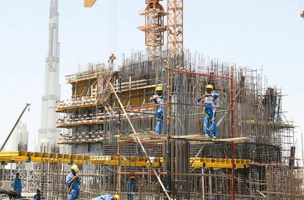 Hoạt động xây dựng được dự báo sẽ chậm lại do yếu tố tâm lý thị trường và dòng vốn FDI giảm. Ảnh minh họa: Internet