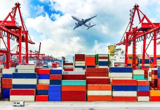 Đến 15/5, cán cân thương mại hàng hóa thâm hụt 353 triệu USD. Ảnh: Internet
