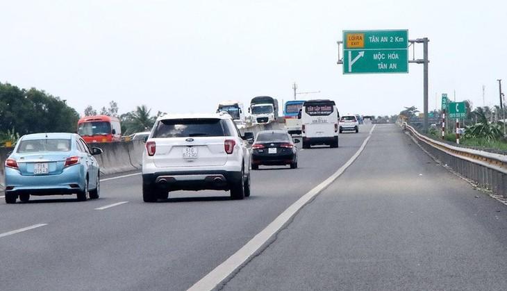 Các cơ quan đang nghiên cứu để đề xuất cơ chế thu phí dịch vụ sử dụng đường cao tốc vào dự thảo Luật Giao thông đường bộ, Ảnh: Internet