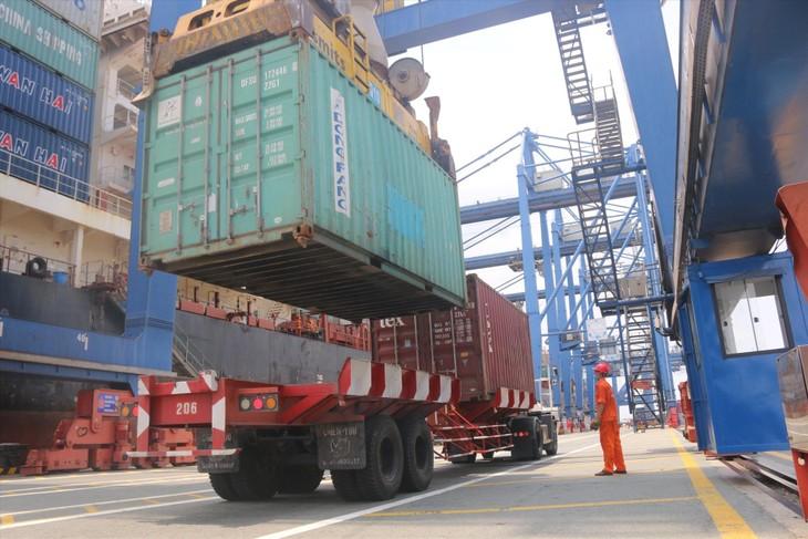 Cán cân thương mại hàng hóa của Việt Nam trong tháng 9/2021 ước tính thặng dư 500 triệu USD. Ảnh: Internet
