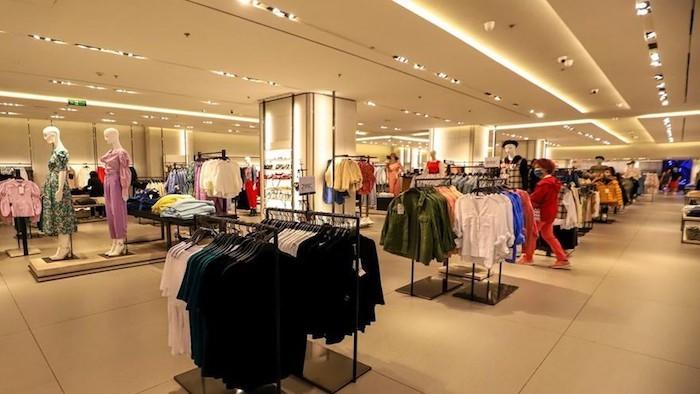 Tại các trung tâm thương mại, lưu lượng khách đến mua sắm giảm xấp xỉ 80%. Ảnh: Internet